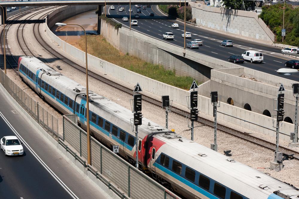 Tel Aviv HaShalom Station